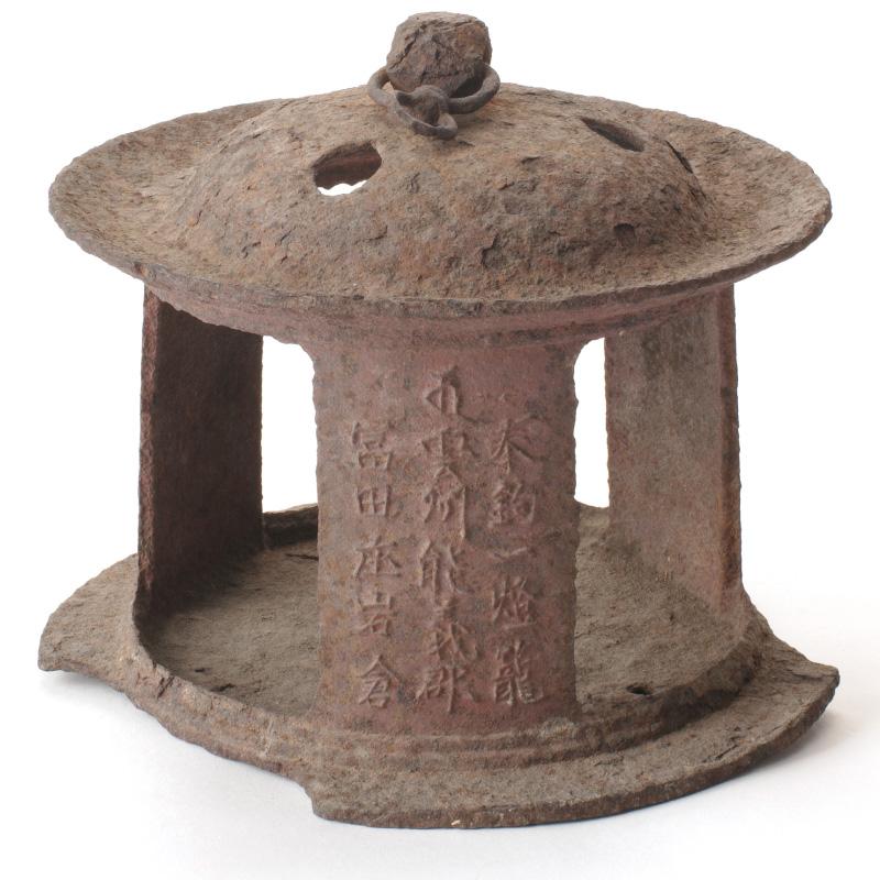 鉄製燈篭(巌倉寺所蔵)